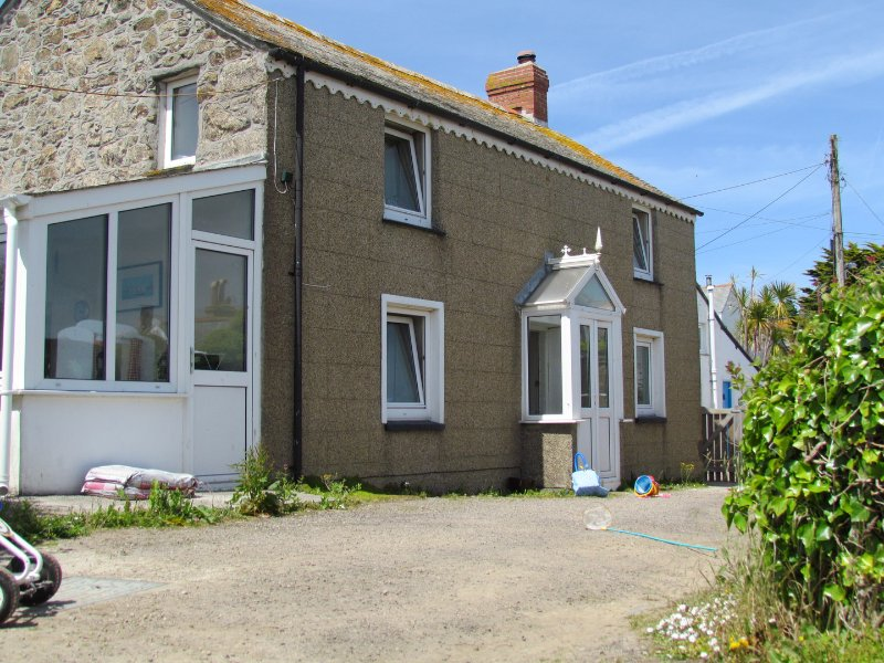 The Vineyard. 3 Bedroom cottage with sea views, holiday rental in Goldsithney