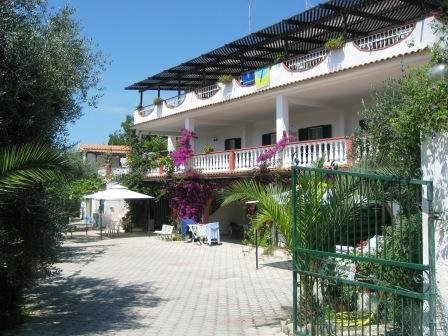 Spazioso quadrilocale 8 pl in villa LIBERATO, holiday rental in Peschici