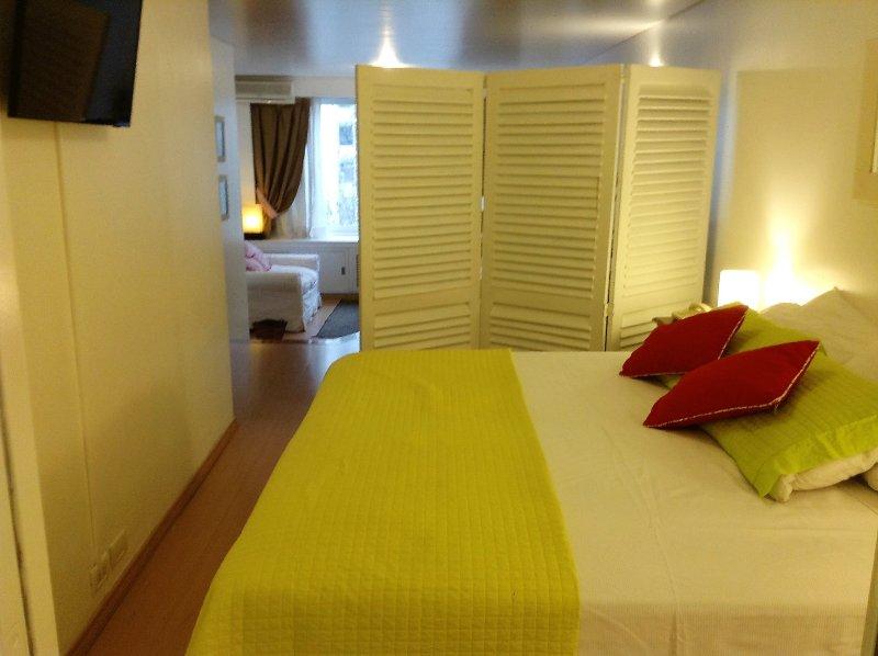 somnier, LED bedroom overlooking the living