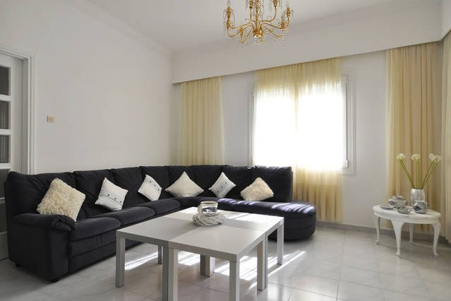 sunny spacious  appartment near metro, vacation rental in Penteli