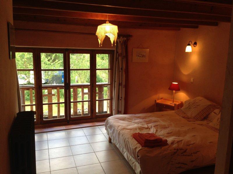 Gite pour petit groupe à la montagne, holiday rental in Valbonnais