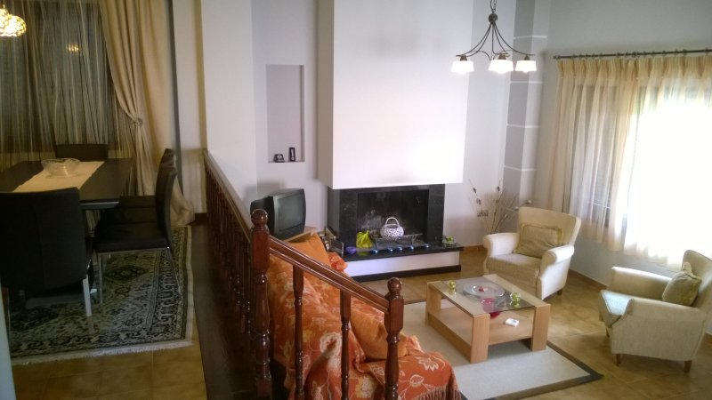 Comfortable, peaceful forest house, holiday rental in Lithotopos