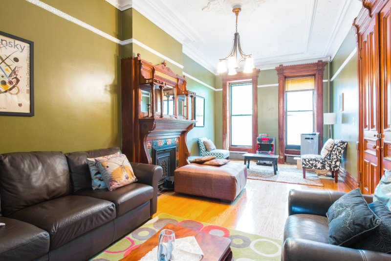 Brooklyn's Favorite Victorian Brownstone w/Garden, vacation rental in Brooklyn