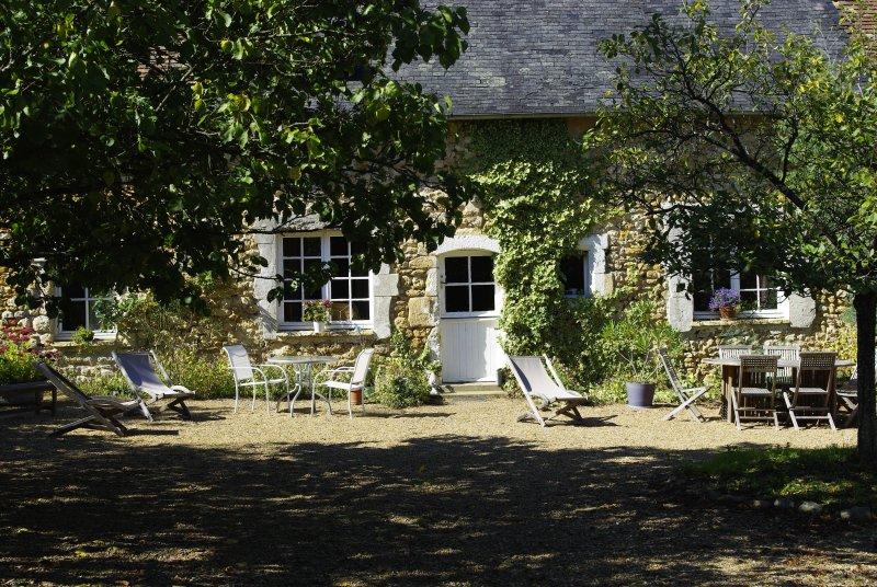 Gîtes & Chambres d'Hôtes, vacation rental in La Suze-sur-Sarthe