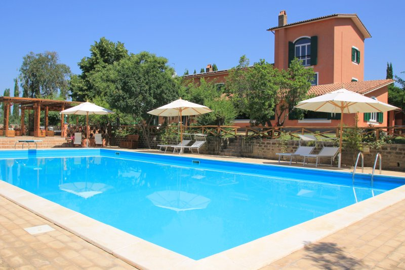 Large Country Villa Due Querce with Pool near Rome, vacation rental in Casperia