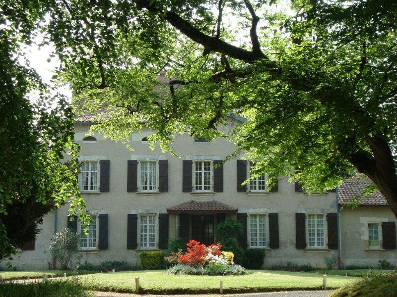 Väster fasaden av slottet Rau - Gamarde-les-Bains.