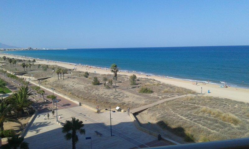 Cercania a la playa desde la urbanización.  Foto sacada de la escalera de acceso al apartamento