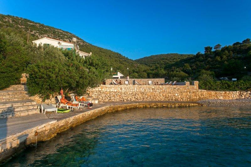 Villa Huerte - playa y el muelle para nadar y tomar el sol