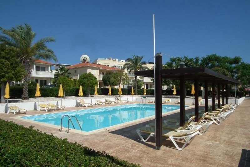 Near the beach 3 bedroom villa with communal pool, holiday rental in Pervolia