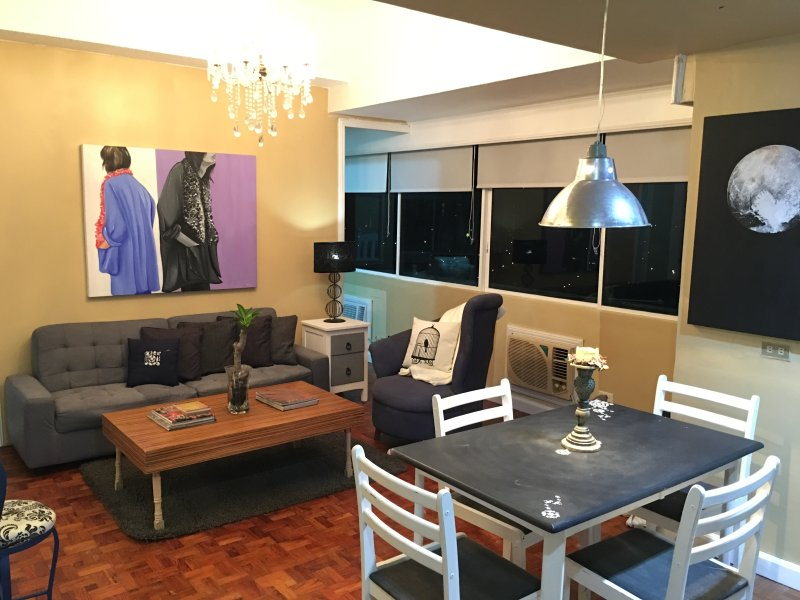 Central Location 1BR Greenhills w/ 180° City View, holiday rental in San Juan