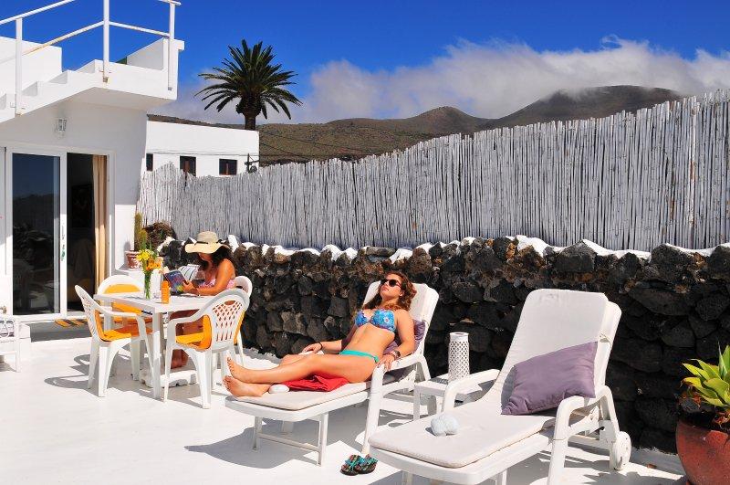 Estudio volcán La Corona, holiday rental in Maguez