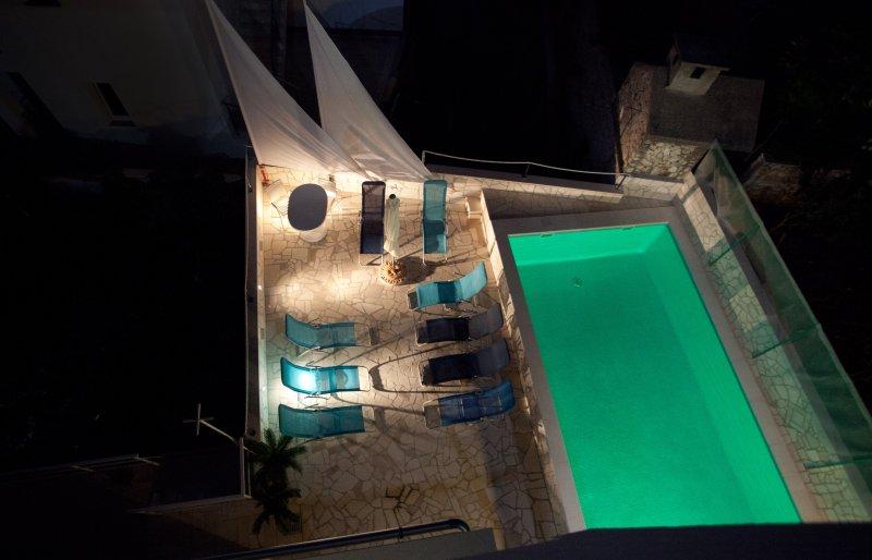 Apartment with terrace and pool access, aluguéis de temporada em Razanj