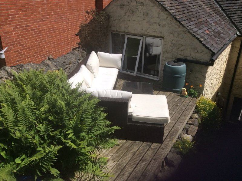 Outdoor lounge area (ask in advance for the cushions!