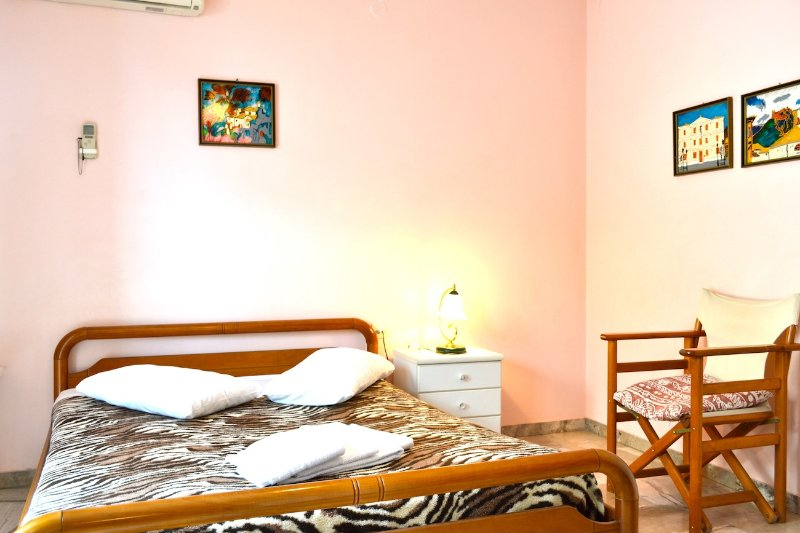 Chrysa Oniro Studio 30m from the sea, vacation rental in Paralio Astros