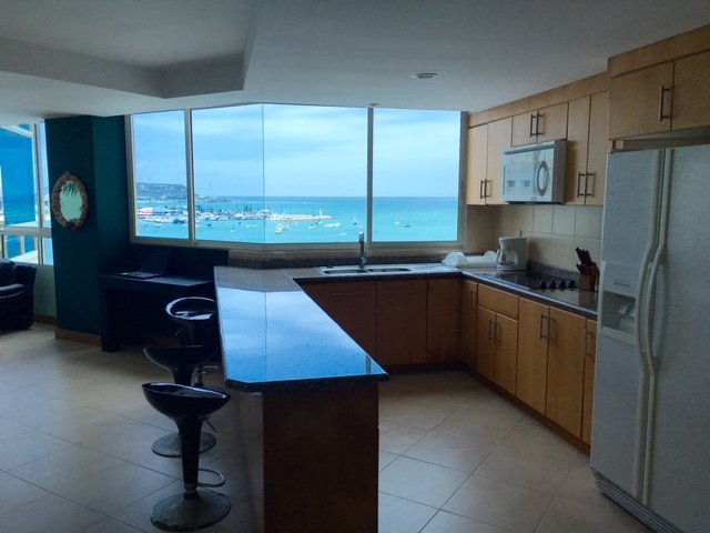 Malecon Vacation Rental in Alamar Ocean front, casa vacanza a Salinas