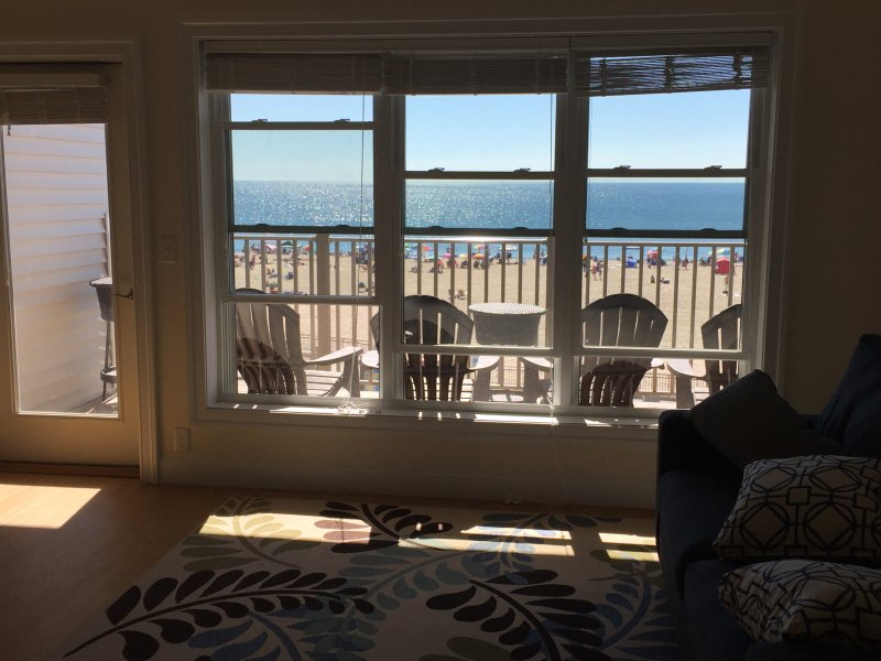 Hampton Beach, Beachfront Condominium, vacation rental in Rye Beach
