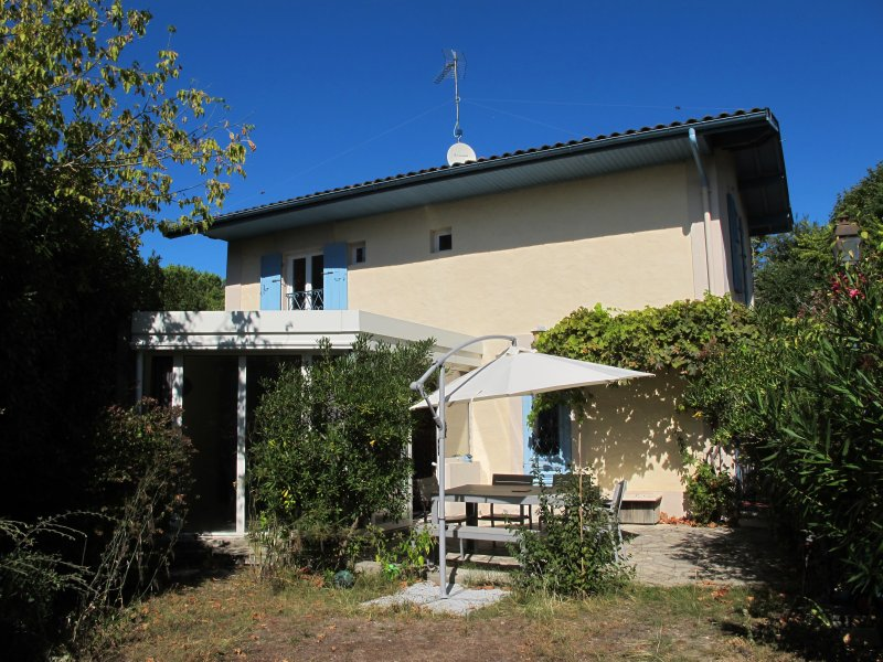 la maison, terrasse et jardin