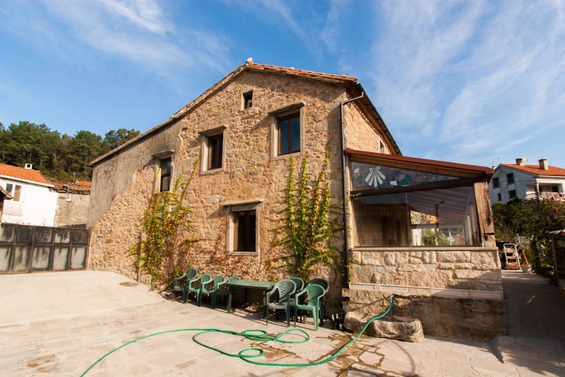 Casa Rural restaurada Santiago de Compostela, holiday rental in Santiago de Compostela