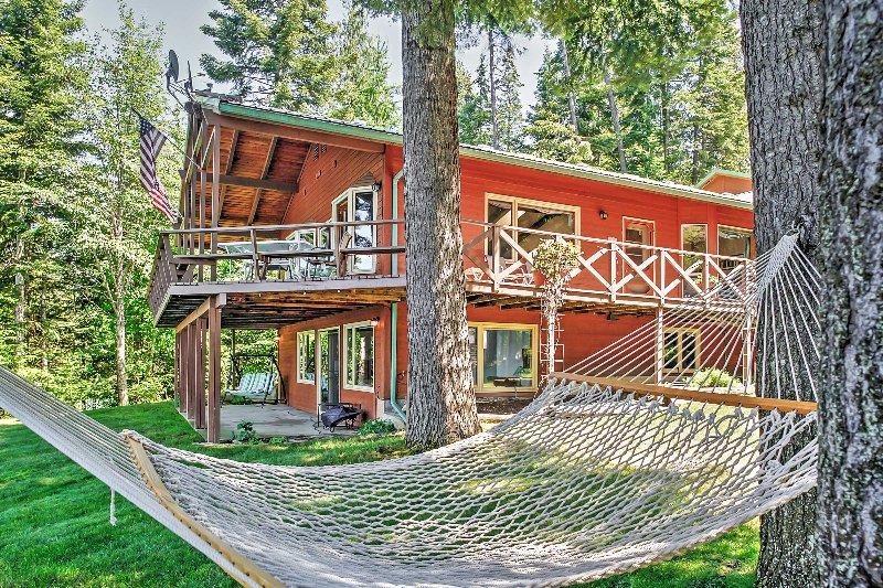 Experimente o melhor de Hayden Lake a partir deste aluguer de férias à beira-mar idílica!