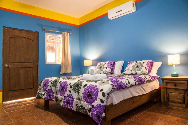 Blue room B&B Casa Juarez, vacation rental in La Paz