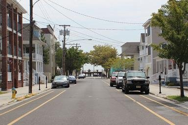 A short block to Wildwood boardwalk & beach.