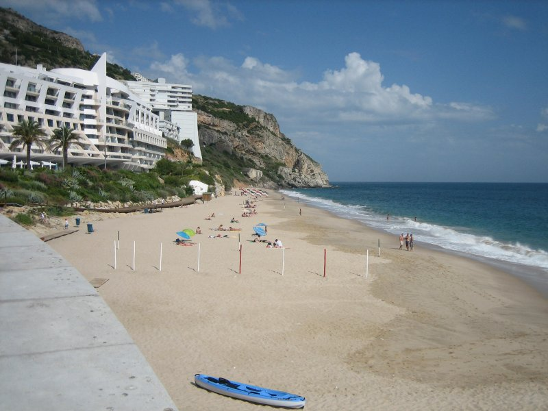 Villa with garden in Sesimbra by beach - sea  view, holiday rental in Sesimbra