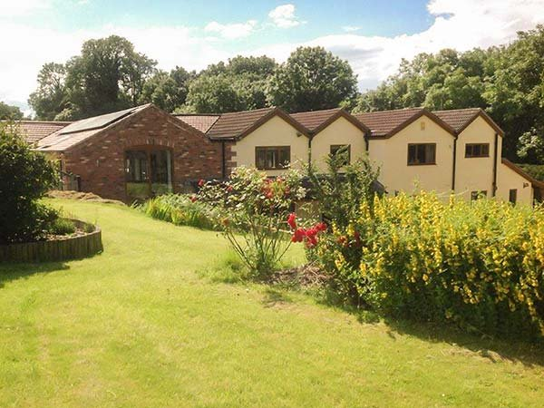 LITTLE WILLOW, studio accommodation, Smart TV, WiFi, enclosed garden, Alfreton,, location de vacances à Newstead