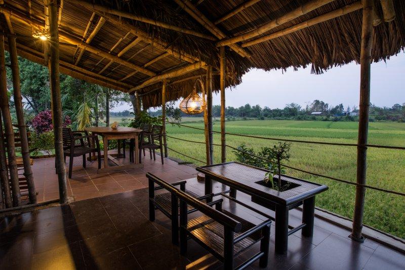 The terrace: restaurant, lounge Bar