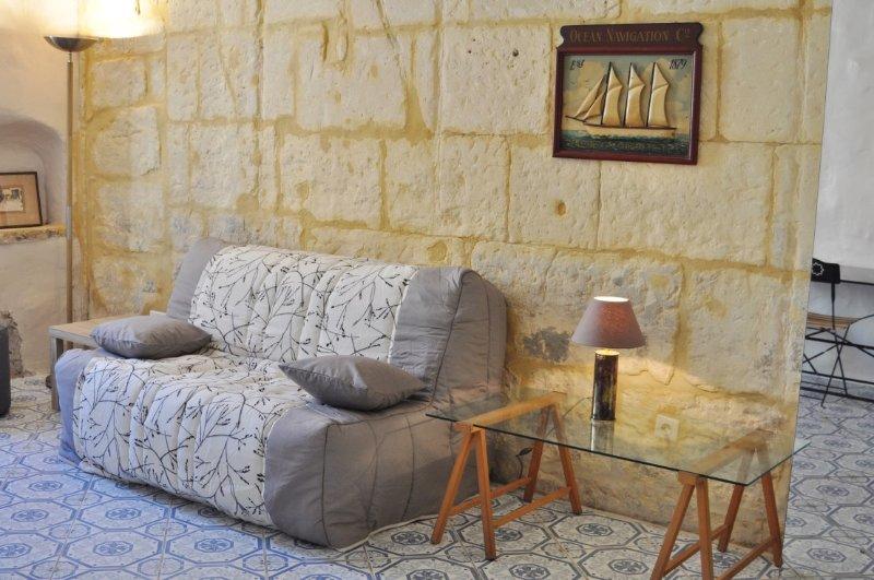 Charmant studio pierres apparentes, canapé confortable, neuf