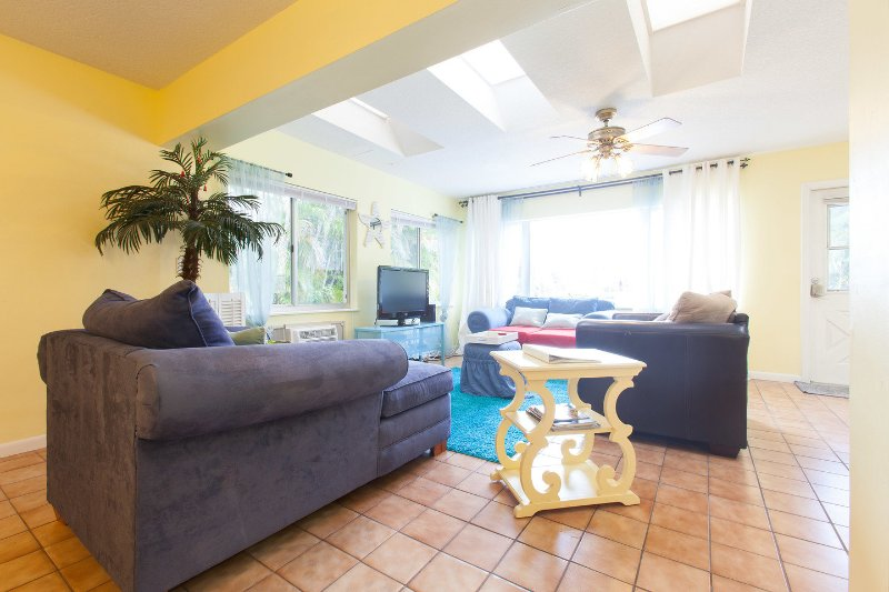 Waterfront Intracoastal Family-Home, Pet-Friendly, heated Pool, holiday rental in Fort Lauderdale