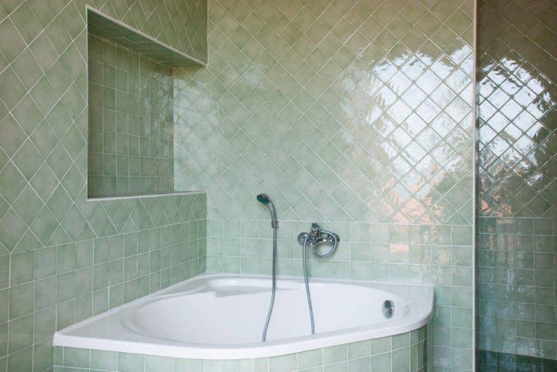 Badezimmer mit Badewanne Wohnung im 1. Stock