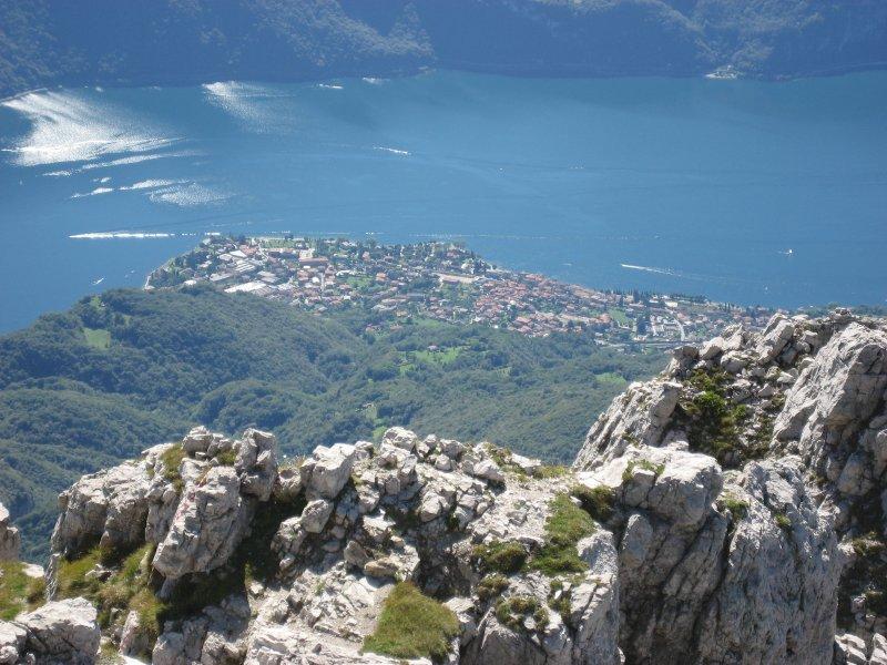 Abbadia Lariana från berget