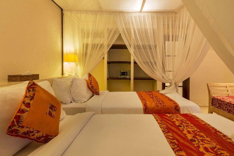 Chambre # 2 a mis en place avec des lits jumeaux ou peut être configuré comme un lit double.