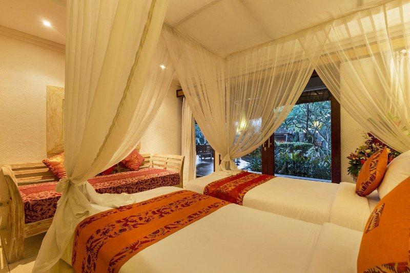 Chambre # 2: lits jumeaux et un lit de jour sont tous les lits simples de taille standard pour un sommeil confortable de nuit.