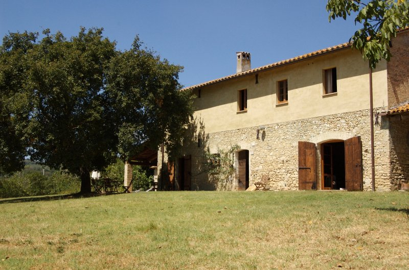 Large country house, sleeps 10, 13m private pool, 10 mins from shops and restaurants.