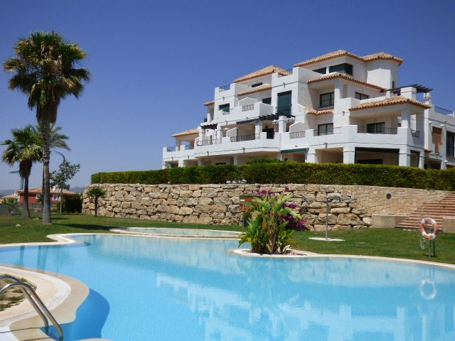 Beautiful apartment with 3 bedrooms and 4 swimming pools to choose from