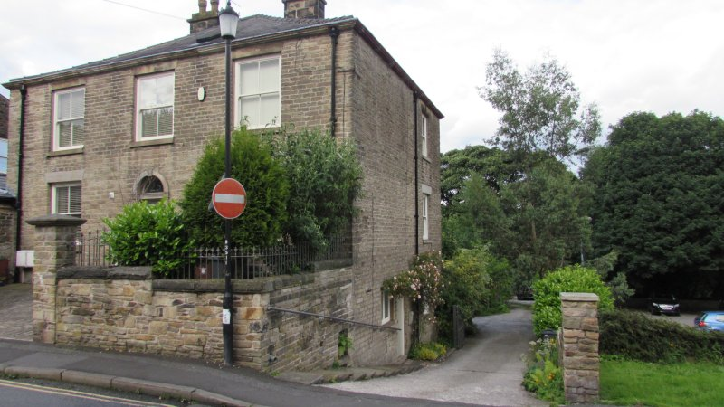 Spacious ground floor self contained property by the river, and 1 min walk to shops, pubs etc.