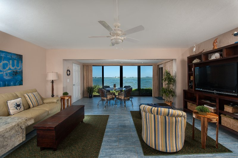 Gorgeous Waterfront ground level 1bedroom -  Mariner Pointe 951, holiday rental in Sanibel Island