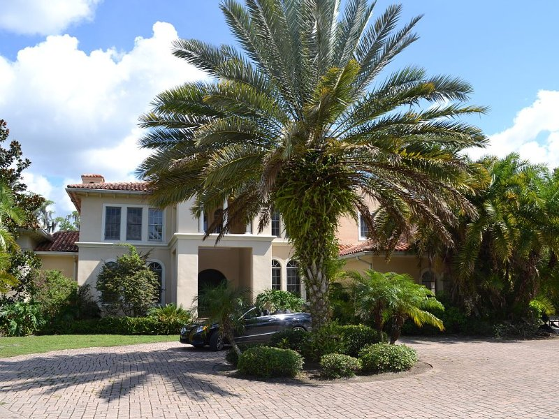 Mediterranean Lakefront Mansion, vacation rental in Tampa