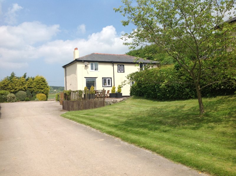 The Olde Threshing Barn, delightful double and twin bedded cottage ideal for families.