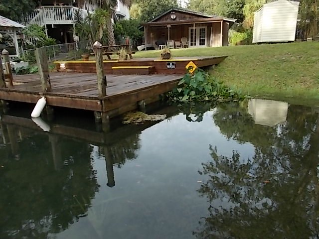 CABIN is ON THE WEEKI WACHEE RIVER - NOT A CANAL