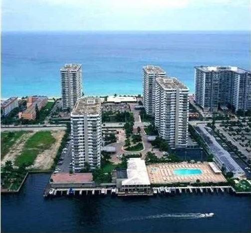 Hallandale Beach is the best place in Miami for living, vacation, relaxing, enjoying life...