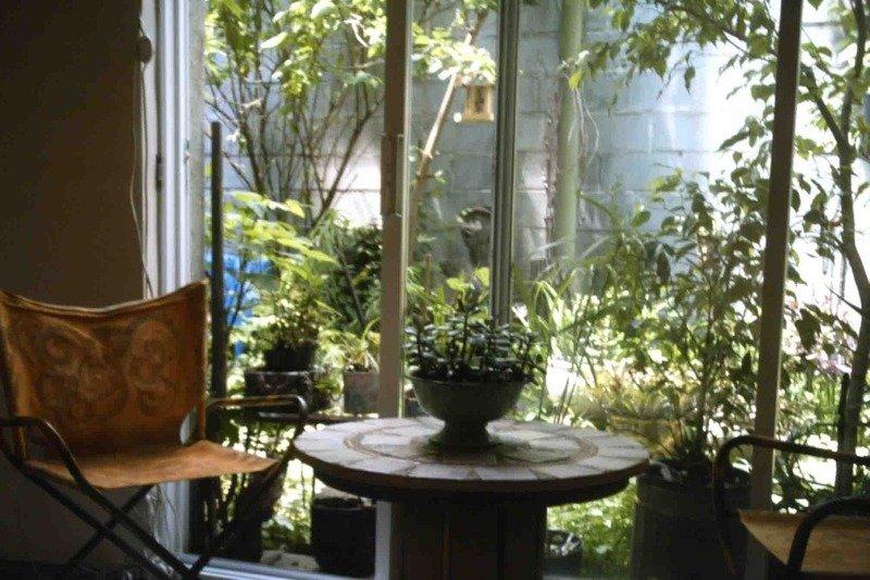 La camera da letto include un tavolino Bella vista sul giardino