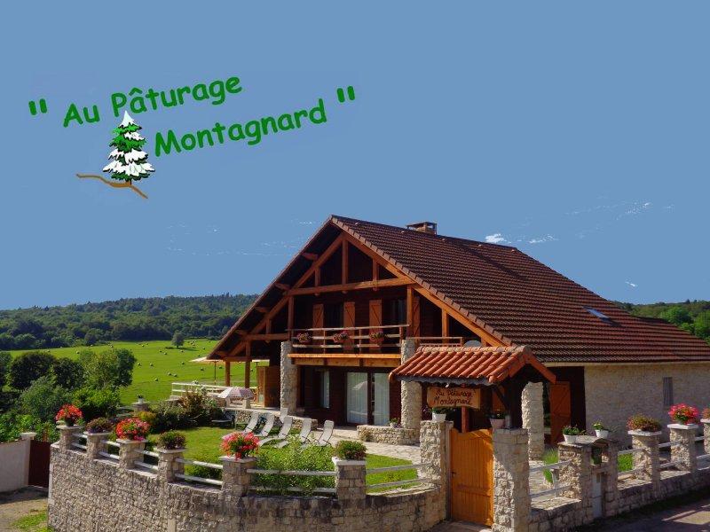 Au cœur des montagnes et des pâturages , dans un petit village paisible , venez vous ressourcer ...
