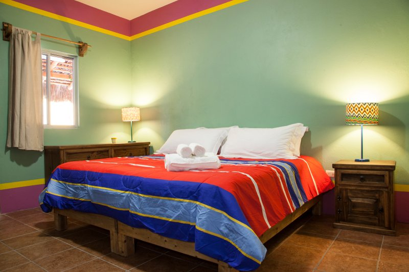 green room B&B Casa Juarez, vacation rental in La Paz