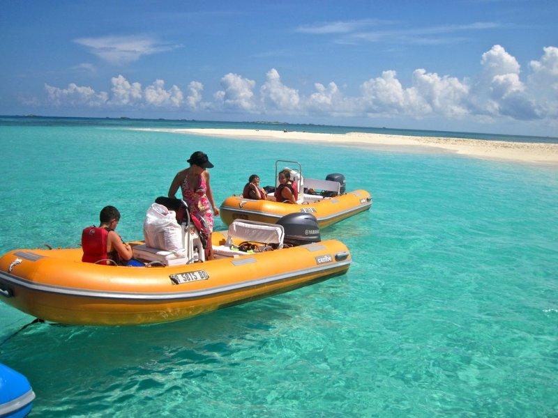 Mini Boats Rentals/activities in the area