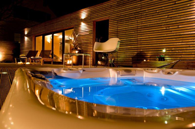 Sun House, Country Villa, location de vacances à Destrnik