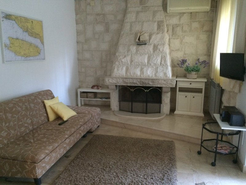 Family and couples frendly space, holiday rental in Supetar