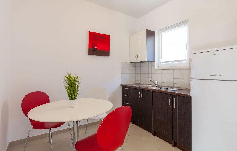 SA2(2+1): kitchen and dining room