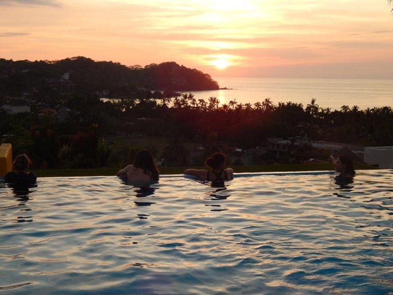 ¿Tiene nada que ver? venir y hacerlo en la piscina y disfrutar de la vista de 180 grados.